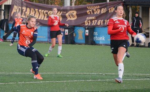 Tuva Gillerhaugen har fått over halvparten av stemmene som årets spiller i 3. divisjon kvinner. Her er toppscoreren til Vind/Vardal/Gjøvik-Lyn i aksjon mot Lunner.