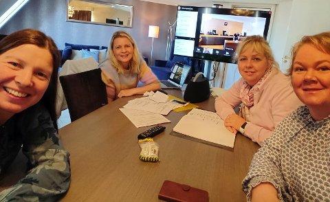 SAMLET: Fire av medlemmene i støttegruppa er samlet i Oslo for å følge ankerettsaken til Farida og familien.
