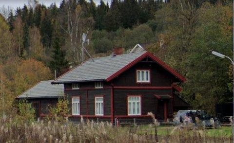 UAKSEPTABELT AVLØP: Breiskallen stasjon er for lengst lagt ned, men avløpet må likevel kobles til kommunalt anlegg.
