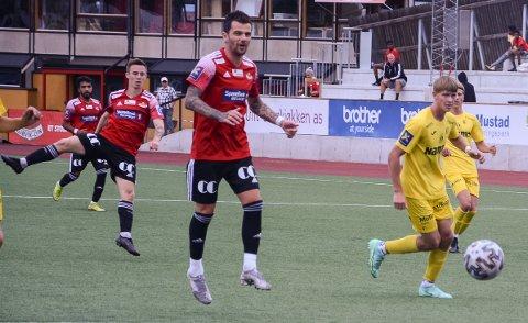 PÅ OA-TV: Ryan Lee Nelson har sendt av gårde skuddet som ga SK Gjøvik-Lyn 2-0 mot Raufoss 2. Lørdag er FK Toten motstander på Gjøvik stadion.