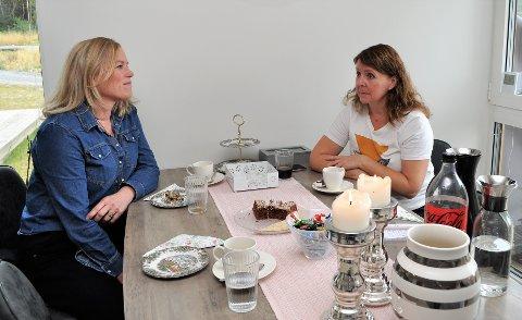 OVERLATER PÅRØRENDE TIL SEG SELV: Lisbeth Kjelsrud Aass (f.v.) ved NTNU i Gjøvik og Hilde Bakkenget, mor til en psykisk syk 20-åring, sto nylig fram i OA og snakket om hvordan det oppleves når helsepersonell i psykisk helsevern skjuler seg bak taushetsplikten og overlater pårørende til seg selv.