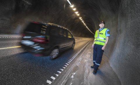 Tror på prikker: Trafikkoordinator i Øst politidistrikt avdeling Follo Terje Tutturen har mer tro på prikker enn på høyere bøter.arkivfoto