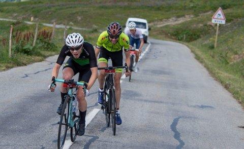 NORSK SEIER: SEIER: Jon (foran) syklet sterkt og rykket fra konkurrentene. Tim Allemann (bak) ble nummer tre, og Jonas Ellingsen (bakerst) ble nummer to sammenlagt.