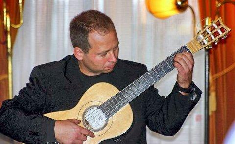 UNDERHOLDER: Vegard Lund fra Ski historiske konserter kommer til årsmøtet i Ski historielag torsdag kveld.