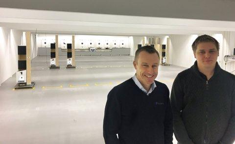 Styrvoll Skytterlag, Lardal Jeger- og fiskerlag og Lardal Revolver- og pistolklubb har gått sammen om en innendørs skytebane. Bjørn Lennart Vorre og Ole Jørgen Solli.