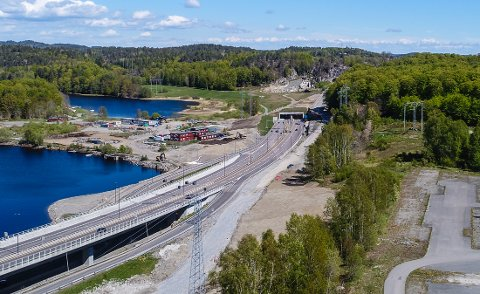 BØKESKOGEN: Artikkelforfatterne vil legge en ny jernbane mellom den nye E18 og Bøkeskogen.