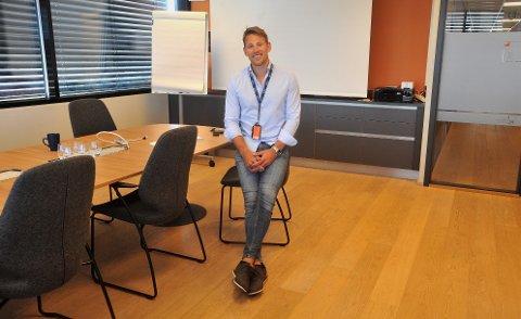 FORNØYD: Som 31-åring har Marius Kjerneth havnet på riktig hylle i livet. Ikke minst gjelder det på jobb ved The Assessement Company, der han stortrives.
