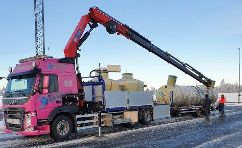FOR LANG: Denne transporten var for lang og fikk kjøreforbud at Statens vegvesen.