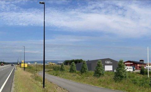 BLIR GODT SYNLIG: Den store lagerhallen i plast skal brukes av Elverum Caravansenter og settes opp mellom tidligere Dekklåven og riksveg 25 på Grindalsmoen. (Illustrasjon fra byggesøknaden.)