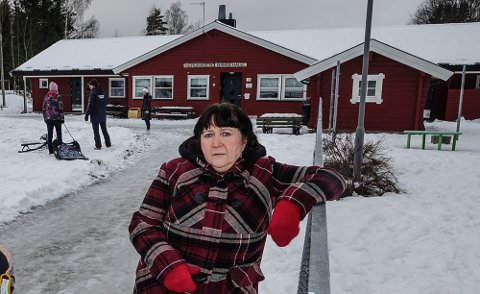 LITT OPPGITT: Gunn Marit Lindmoen (Pp) var oppgitt i kommunestyremøtet over at man ikke hadde gått for hennes forslag i formannskapet for noen uker siden. Og det er Nordhagen barnehage, i bakgrunnen, som  nå er foreslått lagt ned.