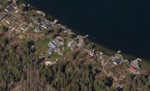 SAK PÅGÅR: Her på Siktesøya krever kommunen opprydding.