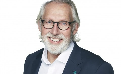 Carl-Erik Grimstad vil ikke svare ja på en eventuell forespørsel fra valgkomiteen i Vestfold og Telemark Venstre om å være kandidat til Stortinget i neste valgperiode, før det er tatt en beslutning om å skrinlegge alternativet om avfallsdeponi i Dalen gruve i Brevik.