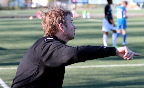 PAPPA OG TRENER: Erik Pedersen (51) var i mange år både pappa og trener for Mathias. Sønnen er ikke helt ulik faren når det kommer til å la seg fyre opp på banen.