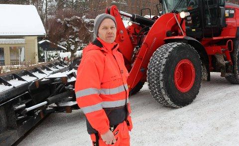 MYE SNØ: Driftsleder Bjørn Roger Aanesen mener brøytingen er normal.