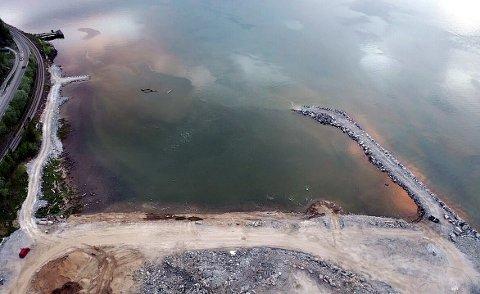 Raset førte til en flodbølge i Ranfjorden og i Hauknes marina slet landganger seg og båter ble flyttet rundt. Skredet tok med seg 170 lengdemeter av en molo og det ble forventet mindre etterskred i skredgropa.