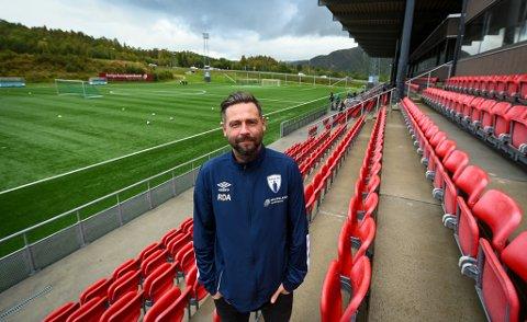 Daglig leder Rune Devig Andreassen i Rana FK er svært fornøyd med at det nå er bestemt at sesongen 2020 er avlyst. - Nå jobber vi mot debut i tredjedivisjon i 2021, sier han.
