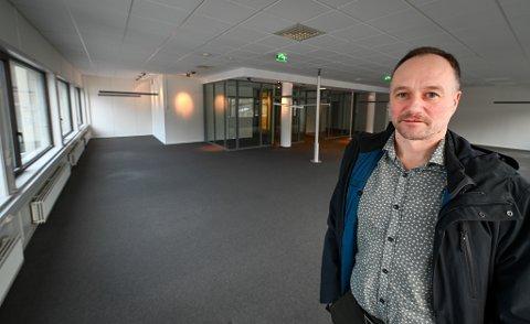 Helgeland Sparebank/Sparebank 1 Helgeland skal midlertidig flytte inn i Rana Blad-bygget i O.T.Olsensgate. - Det ser veldig bra ut, sier Øyvind Karlsen, leder for forretningsutvikling i Helgeland Sparebank.