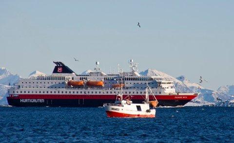 MS Richard With på bildet her, MS Nordlys og MS Kong Harald blir hybridskip.