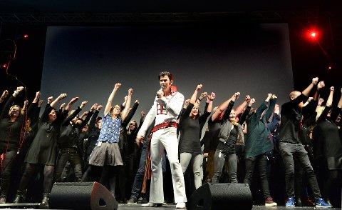 TIL USA: Tony Nilsson opptrer fredag på Ringsakergallaen med sitt Elvis tributeshow og om to måneder drar han til USA for å konkurrere med verdens beste i denne sjangeren.