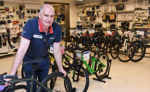 Snevert utvalg: Koronasituasjonen har utløst stor mangel på sykler over hele landet. - Salget er sterkt skadelidende, sier Tore Skar ved Intersport i Moelv.