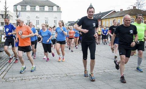 Torsdag løpes det fra tømmervekta til Vågård. Her fra forrige etappetrening, med start på Søndre torg.
