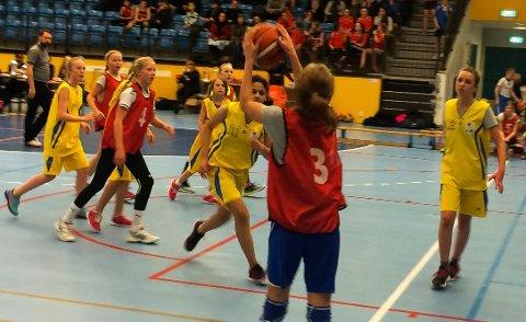Skolecupfinaler i basket for barneskoler