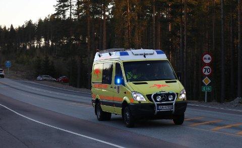 FULL ALARM: Redningsdykkere fra brannvesenet i Drammen kom til Østre Buttentjern, etter at en isfisker ble meldt savnet av familien sin. Mannen (70) ble dessverre funnet død.