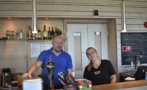 Vertskap : Georgina Kuti og Balazs Batai er klare for sommerinnrykket pp Gvepseborg Panorama Cafe.