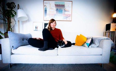 """SKREV BOK OM TiDEN PÅ TIDER: Ellen Sofie Lauritzen har skrevet boka """"Snakkes til uka"""". Lauritzen ble til slutt trist av å bruke datingapper."""
