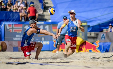 Christian Sørum og Anders Mol er klare for 16-delsfinale i VM i sandvolleyball. Foto: Axel Heimken/dpa / NTB scanpix
