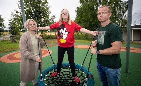 LØSNING: Tirsdag fikk foreldrene pappa Morten Urhaug telefon om at Maia (13) får fortsette på SFO likevel.