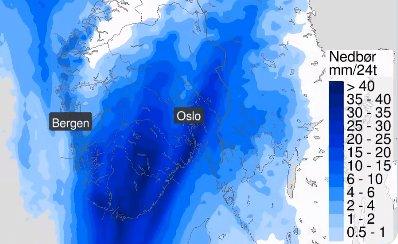 IKKE FERDIG: Uværet kommer til å fortsette også utover første halvdel av mandagen. Vinden vil avta, men nedbøret vil fortsette, enten som regn eller sludd.