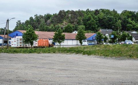 SLO IKKE AN: Den kommunale tomta mellom Rema 1000 og kommunens rusinstitusjon på Heimdal er ett av tre områder som er foreslått, men forkastes.