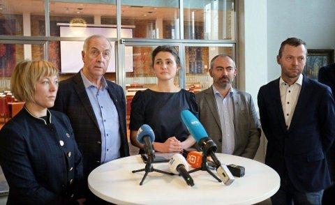 BEINTØFT: Ved anledning dette bildet, diskuterte ordførerne på Nord-Jæren koronaviruset. Nå står de samlet om å få gang på bygg- og anleggsbransjen.  Marianne Chesak, Stanley Wirak, Tom Henning Slethei, Jarle Bø.