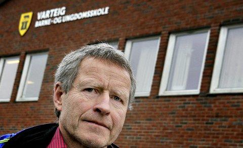 OPPRØRT: Tillitsvalgt fra Utdanningsforbundet, Knut Bjøberg, er opprørt over forslaget om å flytte noen ungdomsskoleelever fra Varteig til Hafslund ungdomsskole neste år.foto: jarl m. andersen