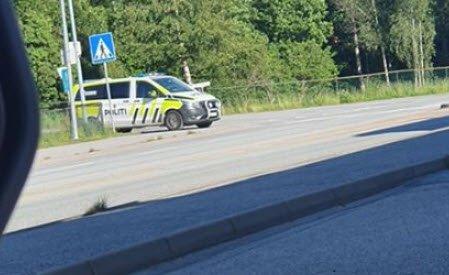 Politiet hadde tatt oppstilling med spikermatte ved Kiwi på Risum mandag kveld.