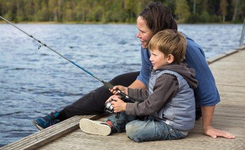 En fisketur er både hyggelig og lærerik for de små.