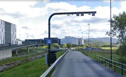 Fylkeskommunen vil kutte kostnader på bussveien og foreslår Åsenvegen som trasé i stedet for Skadberg.