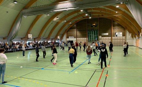 TURNERING: På fredag møtte 10E klasse 9C i kanonballturneringa som trivselsleiarane arrangerer på Jørpeland ungdomsskole.