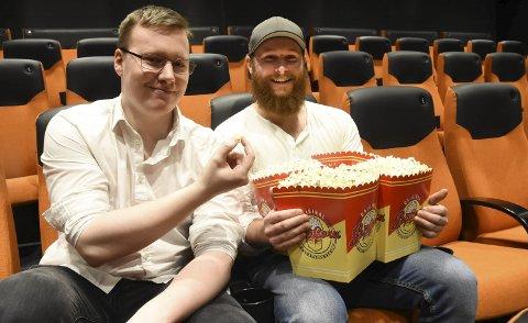 FILMENTUSIASTER: Stian Pignon og Christian Finstad har sett 33 og 40 av de 42 Oscar-nominerte filmene. Nå gleder de seg til å gomle popcorn og se The Oscars live fra Los Angeles i kinoen natt til mandag.