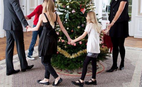 JULESANG: Kan du teksten på alle julesangene? Det er én norsk julesang mange synger feil. Foto: (Colourbox)