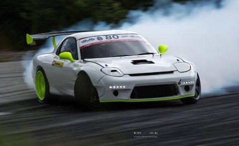 Fokus: Kim André Svensson pusher bilen hardt. Bilen ligger «hele tiden» på turtall-sperra, men det er den preppet for.
