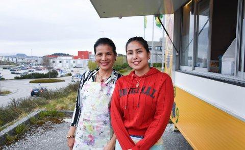 Mor og datter: Chanika (til venstre) og Alene Brandstad har nettopp åpnet opp matvogna på Løkkemyra.