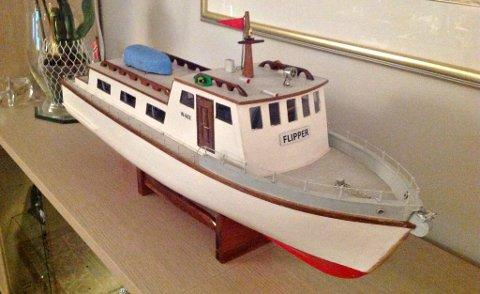 Dette er modellen av «Flipper» som Odd Falch har bygget. Den 35 fot lange båten ble solgt av hans far på 1980-tallet.