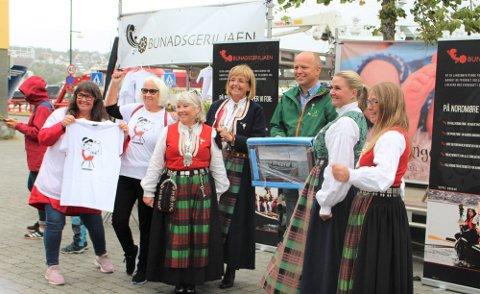 – Vi mener at det skal være et avdelingssykehus i Kristiansund etter at fellessykehuset har landet, sa Trygve Slagsvold Vedum da han lørdag – blant andre – møtte Bunadsgeriljaen i Kristiansund.