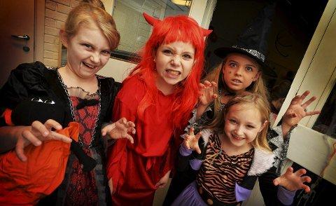 SKUMMEL TRADISJON: Ariana Kolloen Fagerlund, Synne Hauge, Henriette Kjærås og Liv Marie Tinnion Fadum ved en tidligere Halloween feiring.