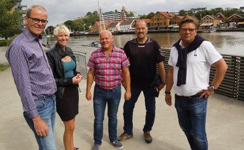 Satser på INDUSTRI: Aps ordførerkandidat på Nøtterøy Jon S. Andersen (fra venstre), nestleder i Vestfold Ap, Maria-Karine Aasen-Svensrud, organisasjonssekretær Ivar Sætre i Fellesforbundet, tillitsvalgt Arild Søfting ved Agility Group og Aps ordførerkandidat i Tønsberg, Per Martin Aamodt, vil ta vare på industriarbeidsplasser og sørge for å beholde industri i havneområdet. FOTO: Emira Holmøy
