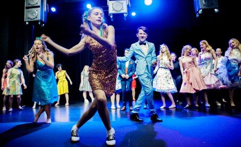 Frida Furseth i avslutningsscenen på årets forestilling fra Risør ungdomsteater.
