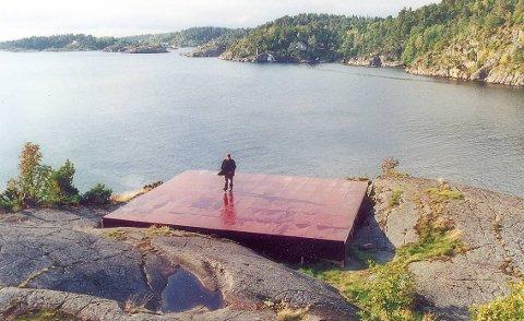 Operascene: I 2002 ble denne scenen bygget på Ringen på Borøy for fremføring av Wagner-operaen «Den flyvende hollender». Denne scenen er fjernet, men nå ønsker kommunen å bygge to plattinger her i stedet. Arkivfoto