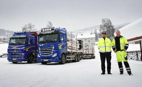 Ikke redd for snø: Når du kjører 60-tonns vogntog på smale vinterveger må du like utfordringer. Det gjør både Einar Bruskerud og Jan Flaskerud. Foto: Stein Inge Stølen